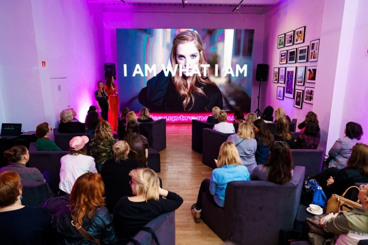 L'oréal Paris x Maybelline New York Make Up Trend House